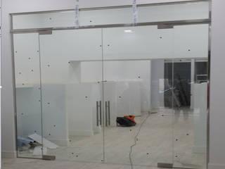 Especial Cristalería Puertas modernas de GrupoSpacio constructores en Madrid Moderno