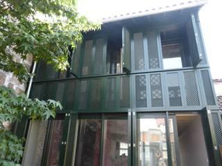 Casa das Gelosias por Carpintaria Senhora da Paz, Unipessoal Lda Clássico