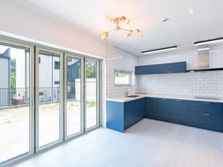 용인에 위치한 '도란도란' 3층 단독주택 모던스타일 주방 by 한글주택(주) 모던