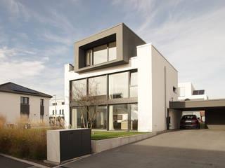 Casas modernas de seyfarth stahlhut architekten bda PartGmbB Moderno