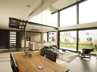 Salas de estilo moderno de seyfarth stahlhut architekten bda PartGmbB Moderno