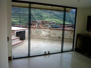 Especial cristalería de GrupoSpacio constructores en Madrid Minimalista