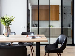 Modern dining room by Raumplus Modern
