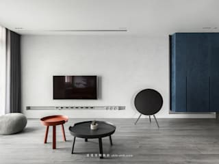 Minimalist walls & floors by 湜湜空間設計 Minimalist