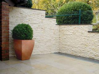 Terrassen mit Naturstein Garten- und Landschaftsbau Christian Holm
