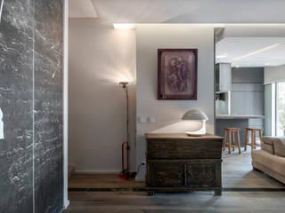 studioQ Pasillos, vestíbulos y escaleras de estilo ecléctico