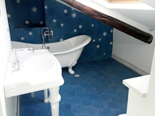 YANN Srl Eclectic style bathroom Concrete Blue