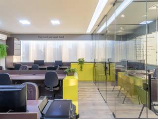 CORP HOLDING Escritórios industriais por Pátio Arquitetura e Construção Industrial