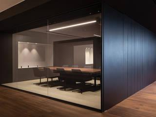 Showroom y Oficinas Arkoslight Estudios y despachos de estilo moderno de Nostromo Ibiza Moderno