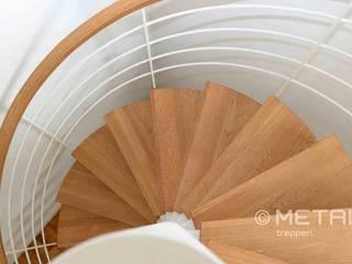Spindeltreppe in filigraner Eleganz von MetallArt Treppen GmbH Klassisch