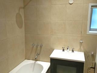 Baños de estilo moderno de REZ Arquitectura | Diseño | Construcción Moderno