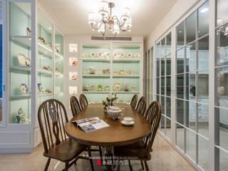 Sala da pranzo in stile classico di 永硯室內設計 Classico
