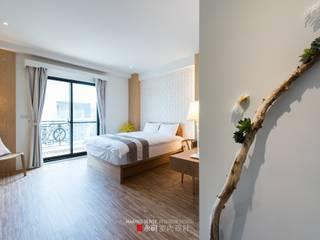 Camera da letto in stile classico di 永硯室內設計 Classico