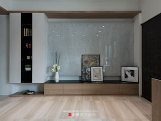 Salas de estar escandinavas por 永硯室內設計 Escandinavo