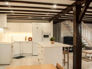 Reforma cocina salón en Hendaya de MUEBLES DG Escandinavo