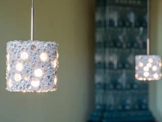 Pearlnera shine – die Pendelleuchte mit dem gewissen Etwas: modern  von material raum form,Modern