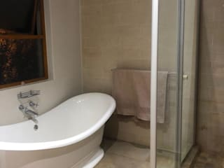 Bathroom Remodel Modern bathroom by RooMoo Modern
