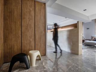 叡觀國際空間規劃[Design|台中寶鯨富椿/林公館] 叡觀國際空間規劃 現代風玄關、走廊與階梯 Brown