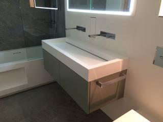 Come trasformare un bagno in un ambiente che contibuisce ad aumentare il valore dell'appartamento. Bagno moderno di CLARE studio di architettura Moderno