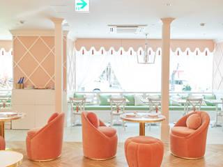 CLASSY-CHIC TEA ROOM IN THE MAGIC MOUNTAINS OF JAPAN Espaços de restauração clássicos por Essential Home Clássico