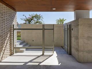평창동 주택 모던스타일 복도, 현관 & 계단 by 서가 건축사사무소 모던
