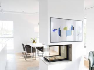 Modern dining room by AGNES MORGUET Interior Art & Design Modern
