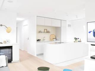 Modern kitchen by AGNES MORGUET Interior Art & Design Modern