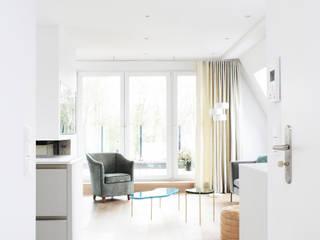 Modern living room by AGNES MORGUET Interior Art & Design Modern