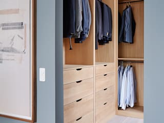 Classic style dressing room by scoopstudio Classic