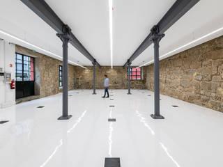 Iluminação Parque Empresarial Centros Comerciais modernos por KATOA Moderno