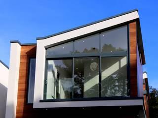 CANCELERÍA Y VIDRIO Puertas y ventanas modernas de Innova Dome Moderno