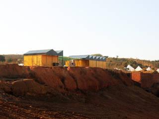NOMAD BASE CAMP Casas industriais por Colectivo Warehouse Industrial