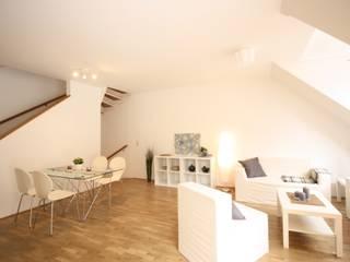 Maisonettewohnung südlich von Wien Minimalistische Wohnzimmer von firstlook Homestaging & Redesin Minimalistisch