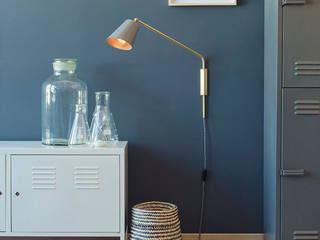 Hoi P'loy Slim Shady Wall Lamp: minimalist  by Hoi P'loy, Minimalist
