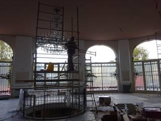 BCV Impianti Pasillos, vestíbulos y escaleras modernos
