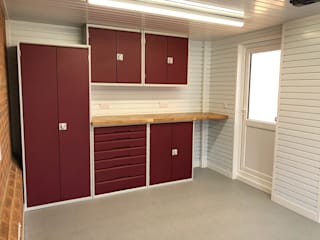 This Kent garage now has the WOW factor by Garageflex Сучасний