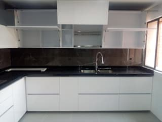 COCINA EN POLIRETANO de COCINAS KITCHEN AND BATH Moderno