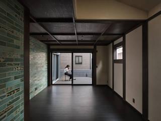 宇治の家 ラスティックデザインの リビング の I.M.A DESIGN OFFICE (アイエムエーデザインオフィス)一級建築士事務所 ラスティック
