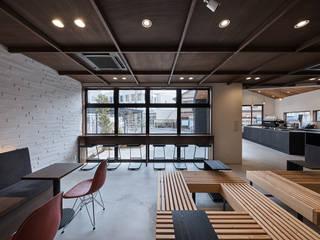 嵯峨嵐山のカフェ(新築) モダンデザインの リビング の I.M.A DESIGN OFFICE (アイエムエーデザインオフィス)一級建築士事務所 モダン