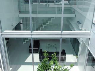 HOUSE-HHS 島田博一建築設計室 モダンデザインの リビング