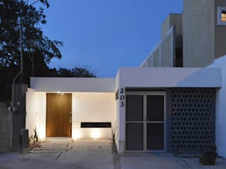 por Punto Libre Arquitectura Moderno