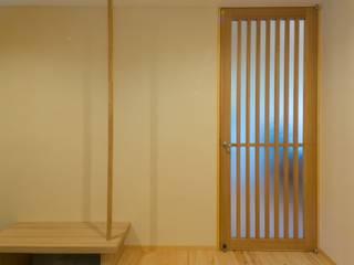 Pasillos, vestíbulos y escaleras modernos de 一級建築士事務所 アトリエ カムイ Moderno