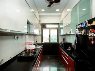 Residence at kalapataru towers , mumbai Modern kitchen by The 7th Corner Interior Modern
