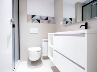 Baños modernos de Grupo Inventia Moderno