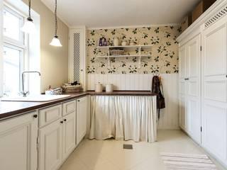 White Kitchen Cabinet de GEC Cabinet Depot Moderno