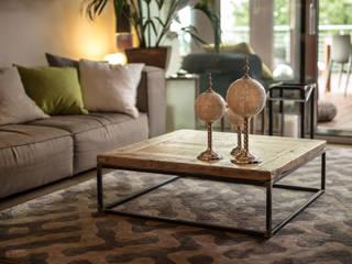 Tavolino in legno antico | Mod. Romeo:  in stile industriale di Inventoom, Industrial