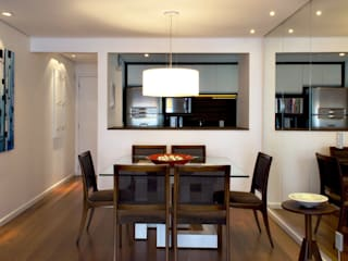 RAWI Arquitetura + Design Modern dining room Wood White