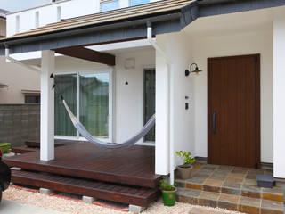 Balcones y terrazas de estilo industrial de 株式会社コラボハウス Industrial