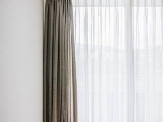 Cortinas Tradicionales sobre riel Livings de estilo minimalista de Decora Cortinajes Minimalista