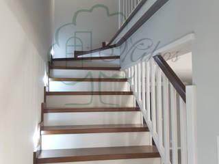 Schody drewniane z zabudową pod schodami od Stolarka Mikos Klasyczny